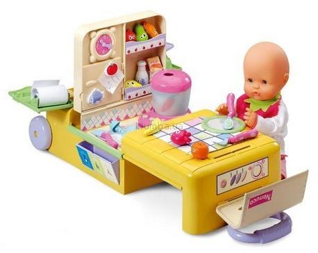 Детская игрушка Famosa Набор с куклой Магазин-кухня в чемоданчике