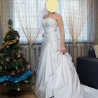 Шикарное свадебное платье из белого атласа