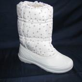 Дутики женские сноубутсы зимние, белые со снежинками, недорого, не промокают