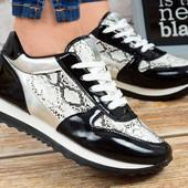 Женские стильные кроссовки  на танкетке