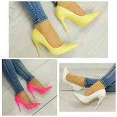 Женские лаковые туфли