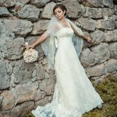 Шикарна весільна сукня з шлейфом.Ціну знизила