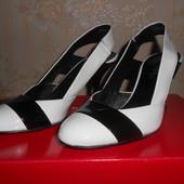 Кожаные чёрно-белые босоножки Hogl