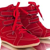 Сникерсы-кроссовки женские красные