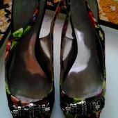 Італійські фірмові босоніжки на каблуку, Guess оригінал