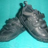 Фирменные кожаные кроссовки 26-27  p  Clarks для мальчика