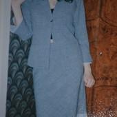 Стильный красивый костюм на M-L юбка до колена