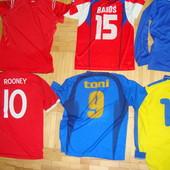 .Фирменние футбольние футболки .
