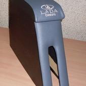 Подлокотник для Ваз 2106 имеет современный а также стильный дизайн внутри подлокотника есть отсек гд
