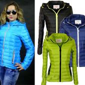 Стильная весенняя женская куртка