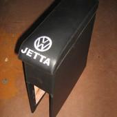 Подлокотник на Volkswagen Jetta. Изготовлен специально для этой модели. Имеются цвета в ассортименте