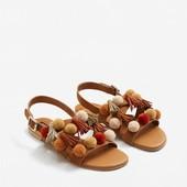 Кожаные сандалии с помпонами.Mango