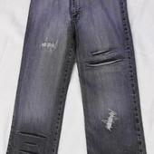 Lexus. Укороченные стрейчевые джинсы с высокой талией.