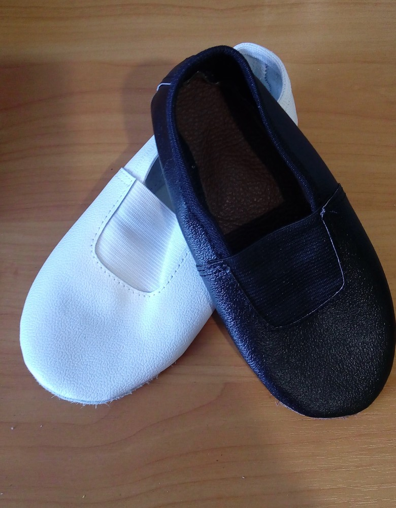 Кожаные детские чешки черные, белые, серебристые. фото №1