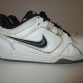 Кроссовки  белые Nike