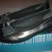 Фирменные (Италия) лаковые туфли девочке 36 размер