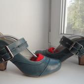 Красивые,практичные туфли Bata.Раз.38,5-39