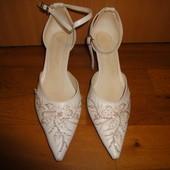 Свадебные туфли 38 р. (6,5) на ножку 24,5 см. (туфлі, весілля, свадьба, білі, белые, нарядные)