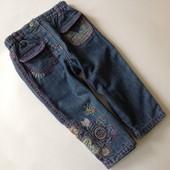 джинсы с ппликацией и вышивкой