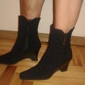 Хорошенькие лаковые туфли и полусапожки