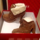 Зимние ботинки на каблуке Guess
