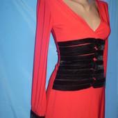 Красивое  платье,размер S/М,очень стройнит,глубокий вырез