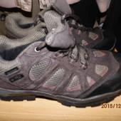 фирменные кожаные крассовки 39 р  Waterproof