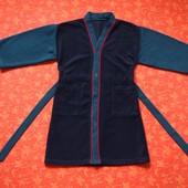 Флисовый халат на 4-5 лет, б/у. Без пятен. Длина 68 см