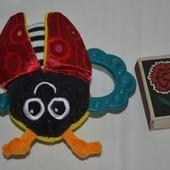 Lamaze Ламазе фирменная погремушка грызунок шуршалка божья коровка пчёлка