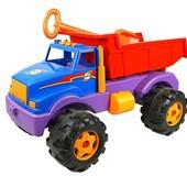 Большой грузовик с лопатой 801.