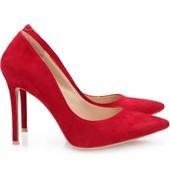 Классические замшевые туфли - шпильки красного цвета