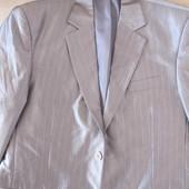 Мужской костюм, одет был 1 раз на свадьбу))) Красиво переливается! Размер: 48/170.