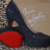 Изумительные туфли Christian Labontin в стразах