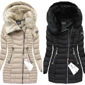 Бежевое и черное женское пальто на зиму