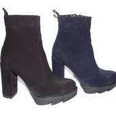 Скидка, шикарные замшевые демисезонные ботинки, черного и темно синего цвета