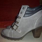 Кожаные фирменные ботинки Tamaris 41-42 р-Новые!