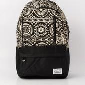 Рюкзак городской с черно-белым орнаментом