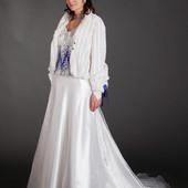 Модные тенденции. Свадебный комплект с камнями сваровски