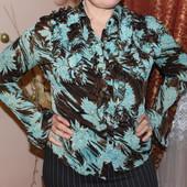 женская блузка с ярким голубым принтом