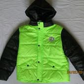 Мегараспродажа. Демисезонная салатовая куртка для мальчика 6-9 лет