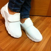Кроссовки легкие Nike, белые, с липучкой,