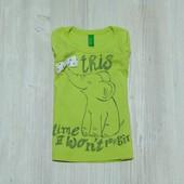 Яркая футболочка для девочки.  United Colors of Benetton. Размер 9-12 месяцев. Состояние: идеальное.