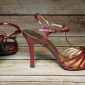 Очень красивые кожаные босоножки Charles by charles david