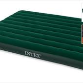 Двуспальный надувной матрас Intex  с насосом, 152х203х22 см