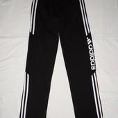 Спортивные штаны Adidas.