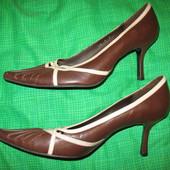 Туфли кожаные,р.40-41(по стельке-26,5см),каблук-7.5см.Нюанс.