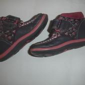 Фирменные Clarks кожаные демисезонные ботиночки девочке на 22 размер
