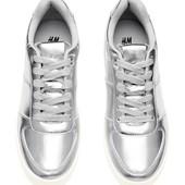 Стильные кроссовки женские