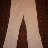 Фирменные белые стрейчевые бриджи  капри 28 -29 размер