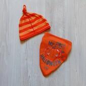 Стильный яркий комплект для новорожденного: шапочка + слюнявчик